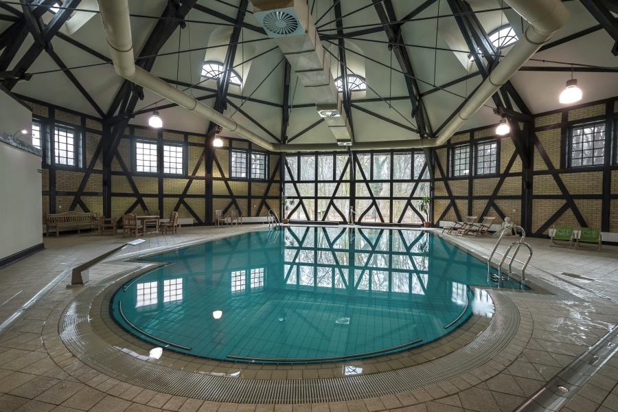 Basen Zamkowy - Zamek z basenem
